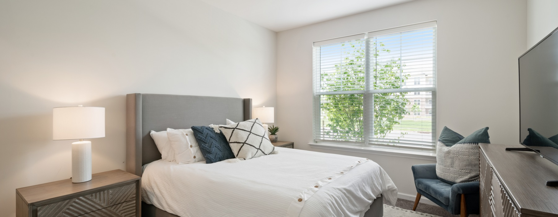 bedroom with large bed and side tables
